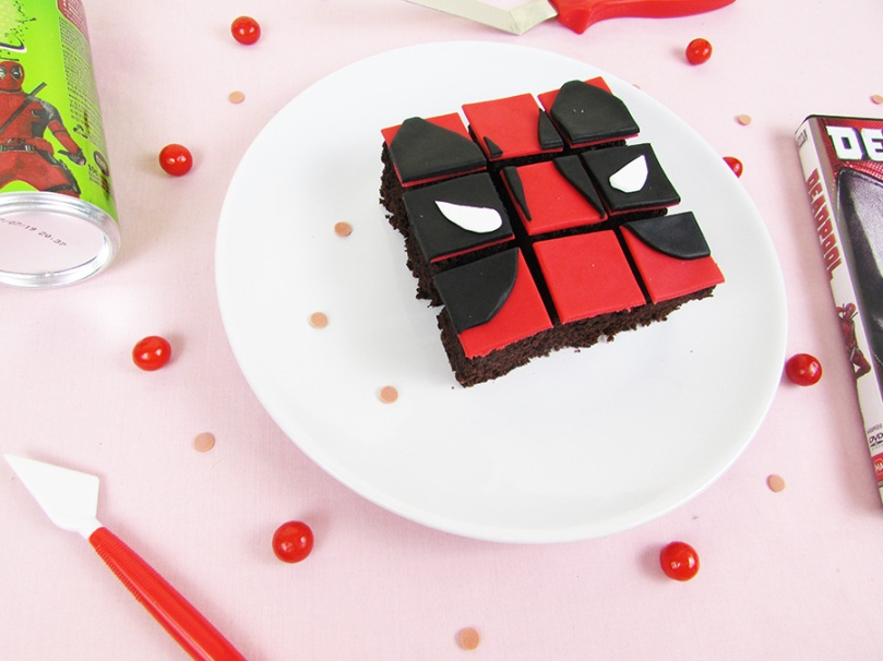 the small adventurer cake petit four puzzle Deadpool