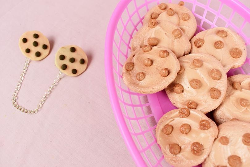choc chip cookie meringue collar clips thesmalladventurer