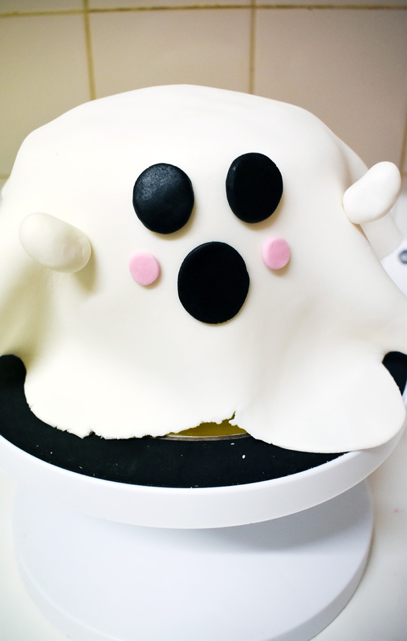 ghost cake bake it box the small adventurer