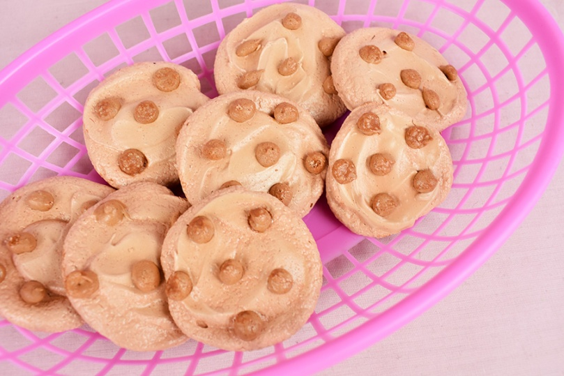 thesmalladventurer choc chip cookie meringues