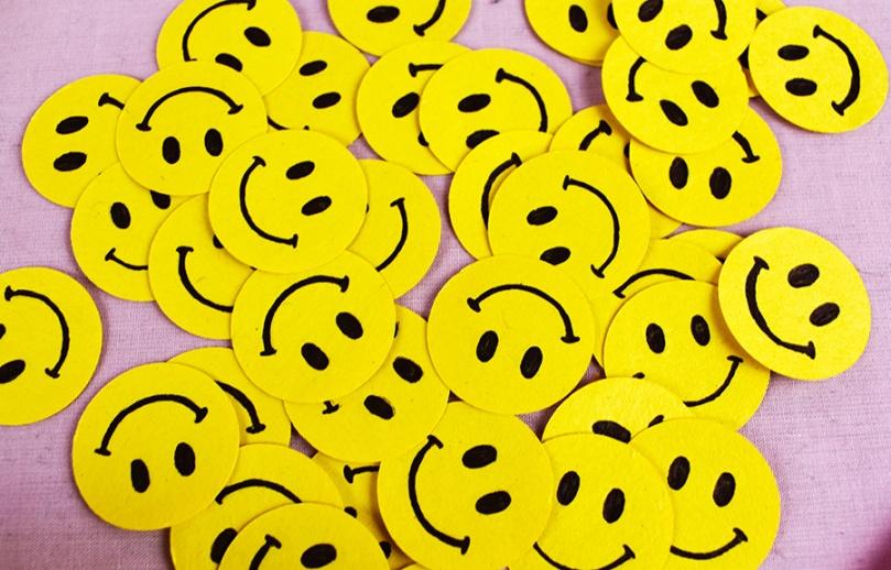 thesmalladventurer diy project smiley face confetti