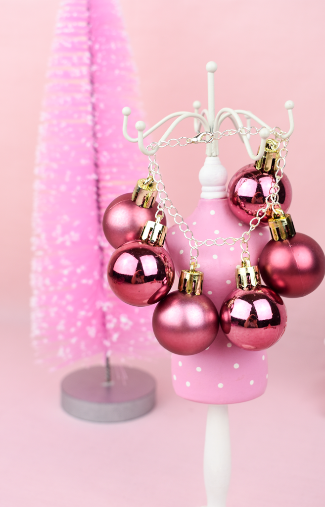 This image has an empty alt attribute; its file name is charm-bracelet-christmas-baubles-thesmalladventurer-diy-project.png