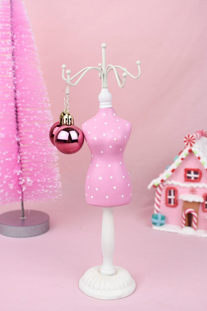 This image has an empty alt attribute; its file name is diy-project-bauble-earrings-thesmalladventurer.jpg